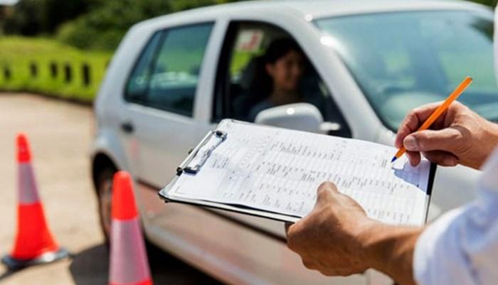 Examen práctico de conducción en la pista de Manejo Roca